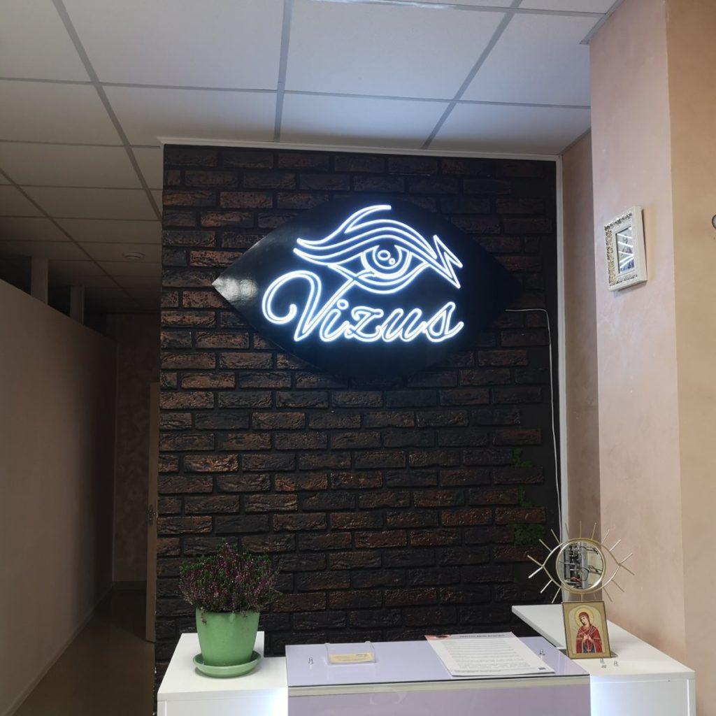 світловий логотип з об'ємні світлові літери